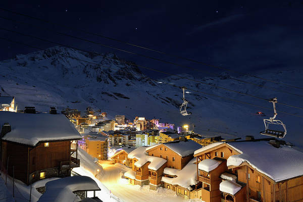 Chalet Photograph - Val Thorens At Night by Sjo