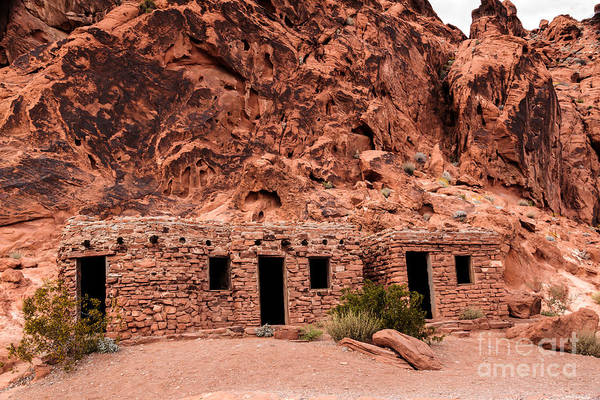 Valley Of Fire State Park Photograph - Valley Of Fire Cabin by Robert Bales