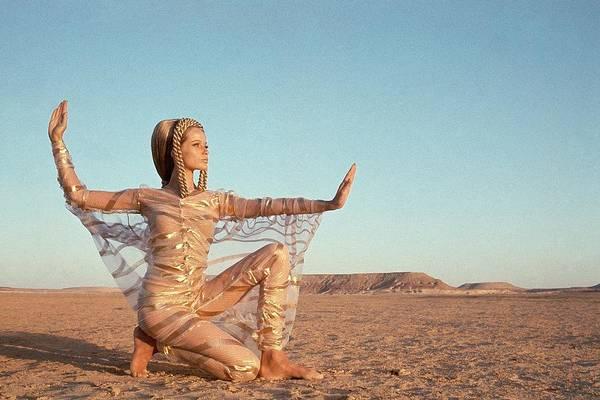 Look Away Photograph - Veruschka Von Lehndorff Posing In A Desert by Franco Rubartelli