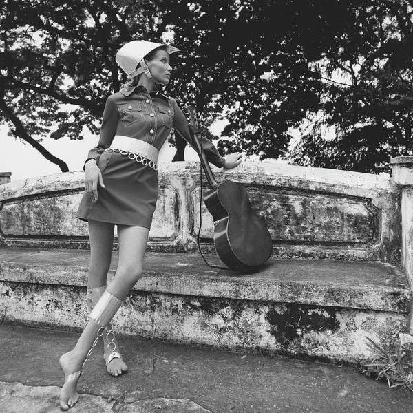Stone Photograph - Veruschka Von Lehndorff Wearing A Shirtdress by Franco Rubartelli