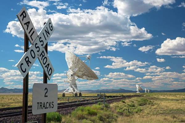 Very Large Array Photograph - Very Large Array Antenna And Railway by Jim West/science Photo Library