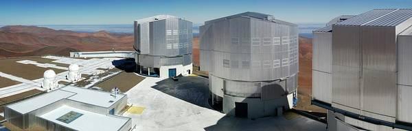 Wall Art - Photograph - Very Large Telescope (vlt) by Eso/g.hudepohl (atacamaphoto.com)