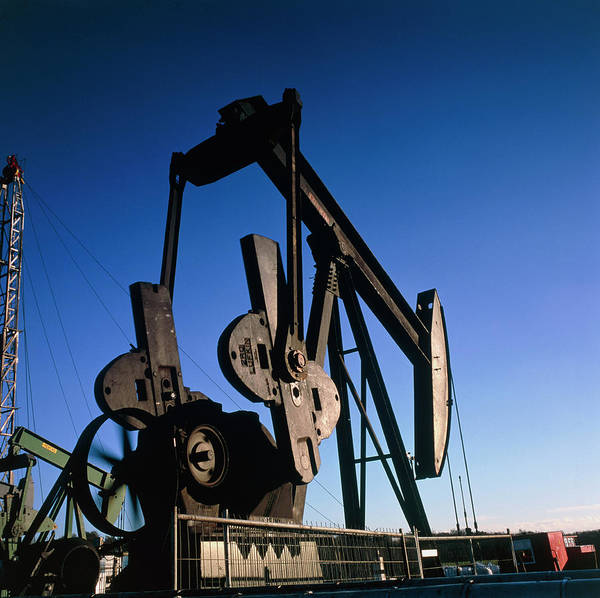 Oil Pump Photograph - View Of A Jack Pump At An Oil Well by Chris Knapton/science Photo Library