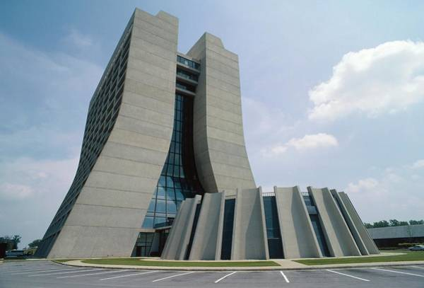 Particle Accelerator Wall Art - Photograph - View Of Fermilab Administration Building by David Parker/science Photo Library