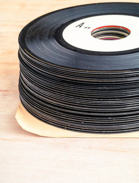 Photograph - Vintage 45s by Edward Fielding