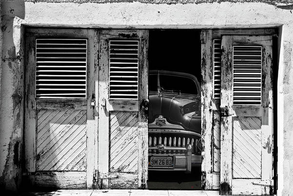 Old Car Wall Art - Photograph - Vintage Buick Eight by Larry Butterworth