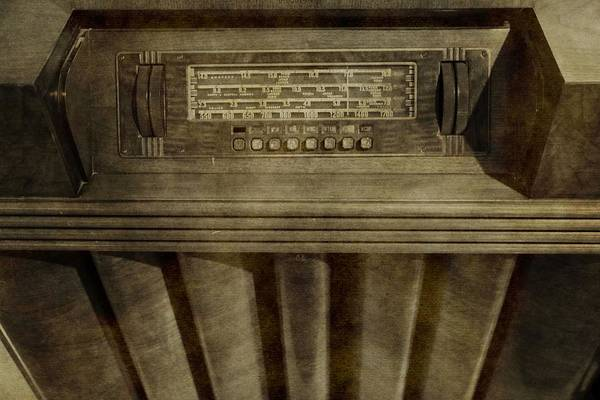 Wall Art - Photograph - Vintage Radio by Dan Sproul