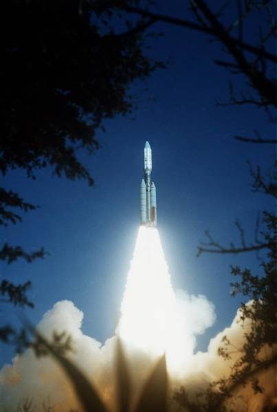 Voyager Photograph - Voyager 2 Launch by Nasa/science Photo Library