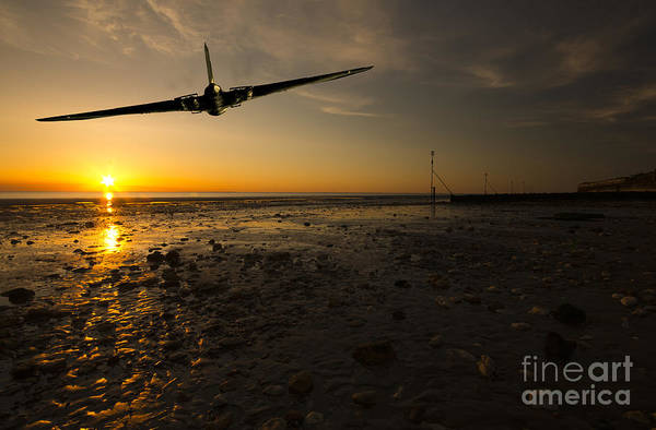 Avro Vulcan Wall Art - Photograph - Vulcan Sunset  by Rob Hawkins