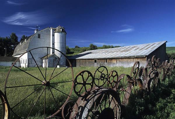 Wall Art - Photograph - Wagon Wheel Barn by Latah Trail Foundation