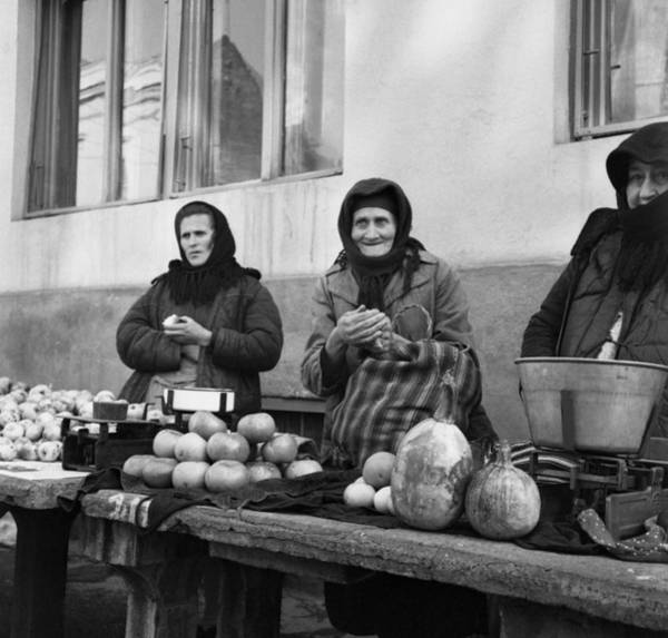 Photograph - Waiting For Buyers by Emanuel Tanjala