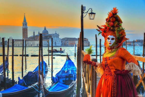 Venezia Photograph - Waiting by Midori Chan