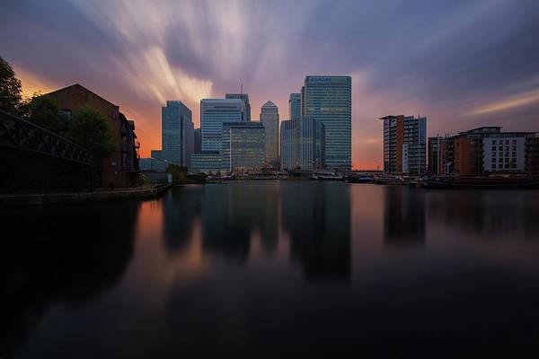 Canary Wharf Photograph - Waiting On The Sun by Paul Shears