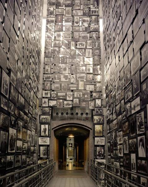 Concentration Camp Photograph - Wall Of Remembrance At The U.s by Everett