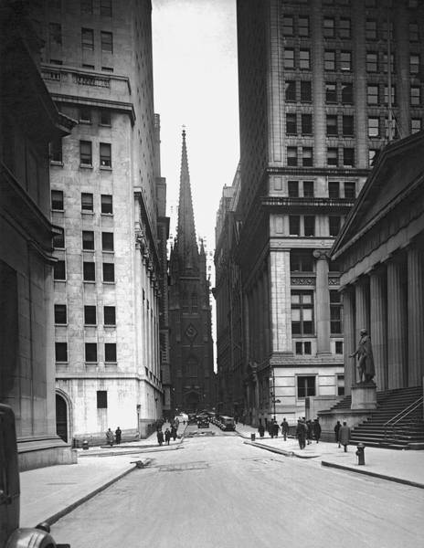 Sunday Afternoon Wall Art - Photograph - Wall Street To Trinity Church by Underwood Archives