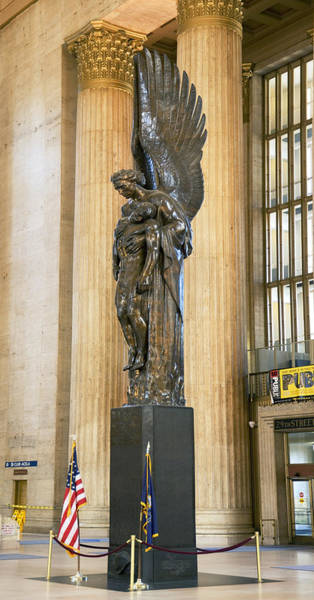 Pennsylvania Station Wall Art - Photograph - War Memorial At A Railroad Station by Panoramic Images