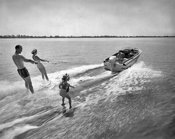 Watersports Photograph - Water Skiing At Cypress Garden by Underwood Archives