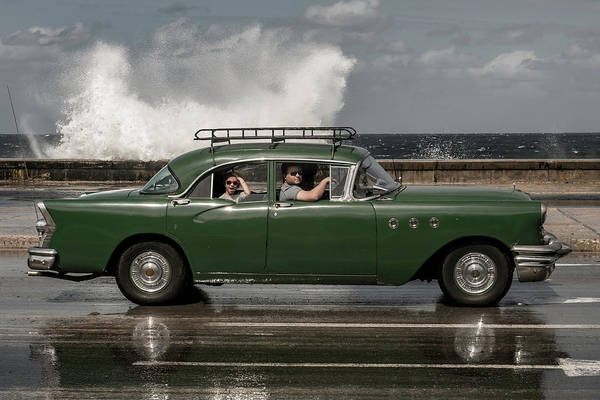 Classic Car Photograph - Waving Malecon by Andreas Bauer