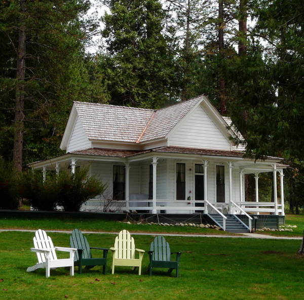 Photograph - Wawona Little White Cottage by Jeff Lowe