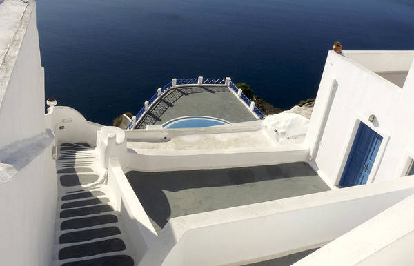 Photograph - White Walls And Blue Water by Lucinda Walter