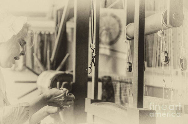 Photograph - Williamsburg Weaver I by Terry Rowe