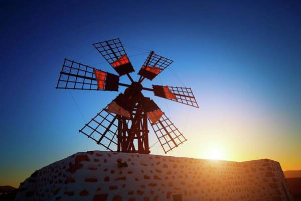 Wind Mill Photograph - Windmill At Sunset by Wladimir Bulgar/science Photo Library