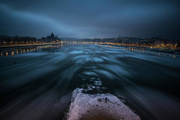 Blue Ice Photograph - Winter Morning In Budapest by Bal?zs Luk?csi