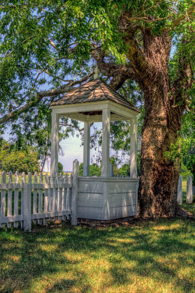 Photograph - Wishing Well At Yorktown by Jerry Gammon