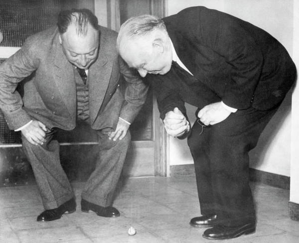 Wall Art - Photograph - Wolfgang Pauli And Niels Bohr by Margrethe Bohr Collection, Niels Bohr Archive, American Institute Of Physics/science Photo Library