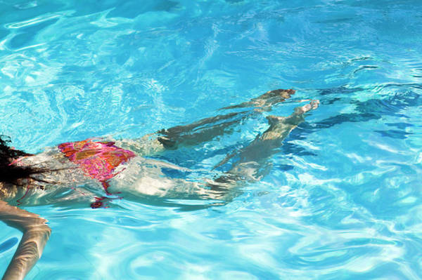 Wall Art - Photograph - Woman Swimming by Gustoimages/science Photo Library
