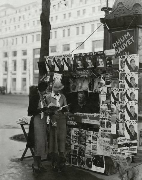 Urban Scene Photograph - Women At A Newsstand In Paris by George Hoyningen-Huene