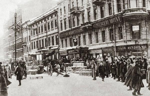 Bolshevik Painting - World War I Petrograd by Granger