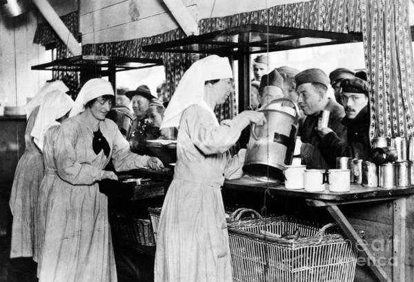 Photograph - World War I: Red Cross by Granger
