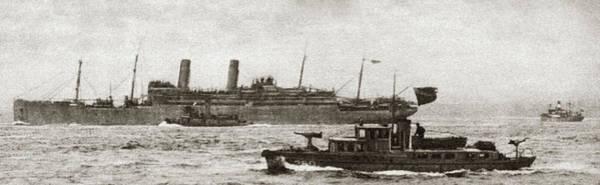 Wall Art - Photograph - World War I Sailing by Granger