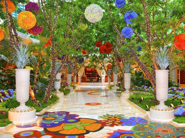 Harrahs Photograph - Wynn Lobby by Michael Anthony