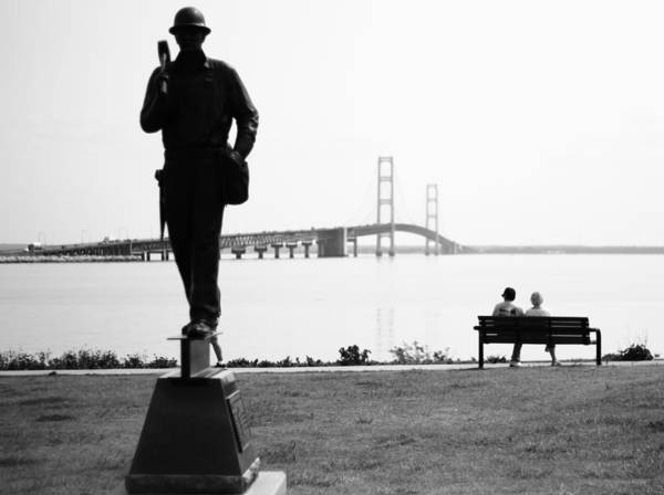 Michilimackinac Wall Art - Photograph - Young Couple At The Mackinac Bridge by Dan Sproul