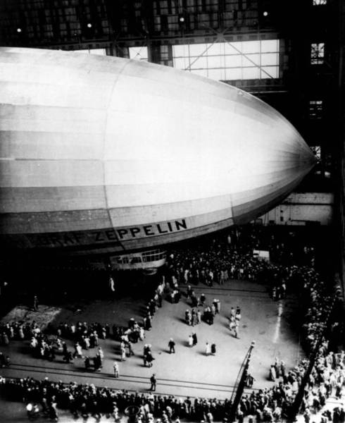 Ballons Photograph - Zeppelin Gets A Crowd by Retro Images Archive