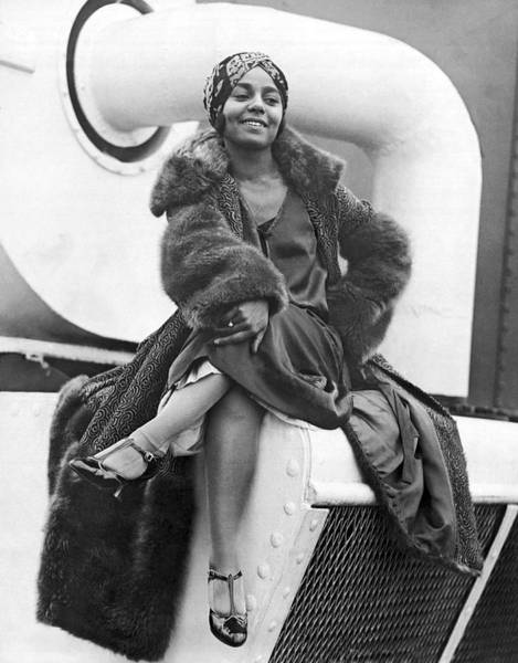 Photograph - Ziegfeld Dancer Arrives In Ny by Underwood Archives