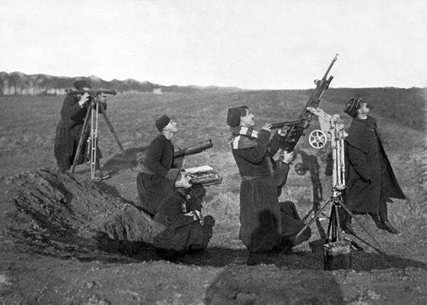 1915 Photograph - Zouave Anti-aircraft Gun by Underwood Archives