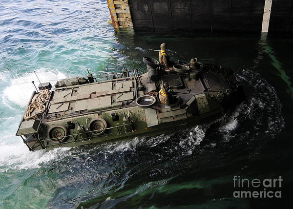 Amphibious Assault Ship Wall Art - Photograph - An Amphibious Assault Vehicle Enters by Stocktrek Images