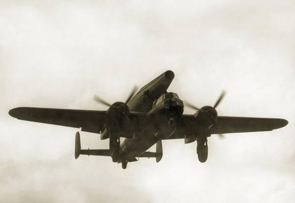Wall Art - Photograph - German Wwii Ramjet Bomber In Flight by Detlev Van Ravenswaay