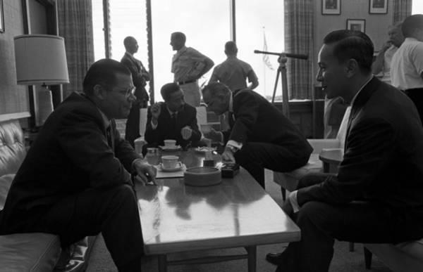 Van Johnson Photograph - Honolulu Conference On The Vietnam War by Everett