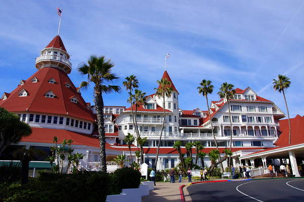 Photograph - Hotel Del Coronado by Jeff Lowe