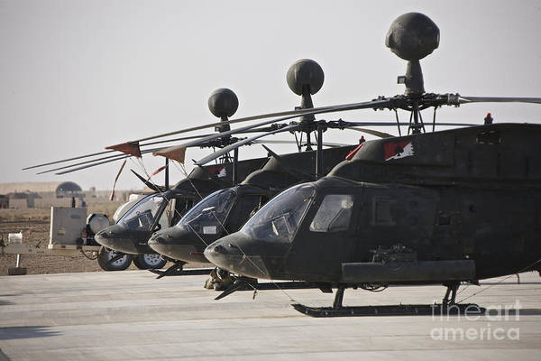 Kiowa Photograph - Oh-58d Kiowa Helicopters On The Flight by Terry Moore