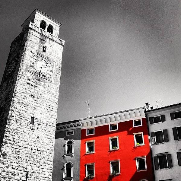 Italy Wall Art - Photograph - Red House by Luisa Azzolini