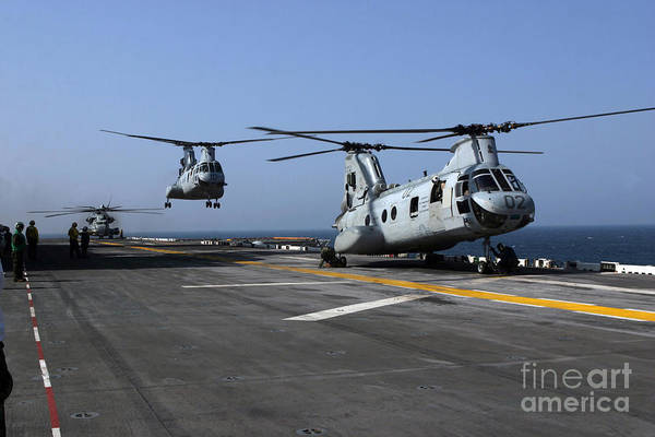 Amphibious Assault Ship Wall Art - Photograph - U.s. Marine Corps Ch-46 Sea Knight by Stocktrek Images