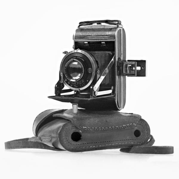 Photograph - 1930s Welta Perle Camera And Case by Paul Cowan