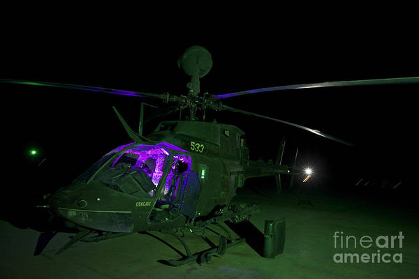 Kiowa Photograph - An Oh-58d Kiowa Helicopter At Cob by Terry Moore