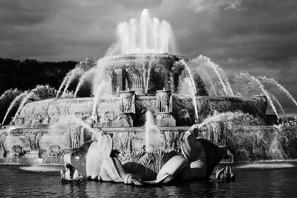 Photograph - Buckingham Fountain by Laura Kinker