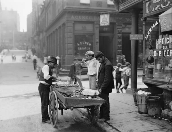 Italian Immigrants Wall Art - Photograph - Men Eating Fresh Clams From A Pushcart by Everett